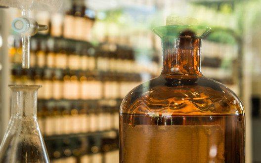 Die moderne Parfümerie hat ihren Anfang zu Beginn des 20. Jahrhunderts. (Bild: Igor Iakovlev – Shutterstock.com)