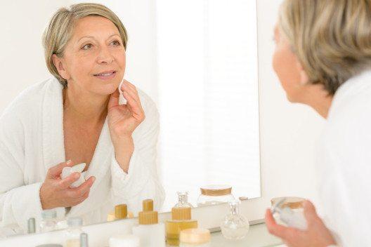 Reife Haut hat andere Bedürfnisse. (Bild: CandyBox Images – Shutterstock.com)