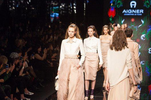 Inzwischen wurde die Produktpalette von Etienne Aigner um Accessoires und Schuhe sowie Damenmode erweitert. (Bild: taniavolobueva – Shutterstock.com)