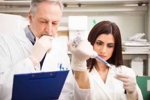 Ergebnisse der modernen Kosmetik und Wissenschaft fliessen in neue Präparate und Produktserien ein, um einen gezielten Beitrag für die eigene Haut zu leisten. (Bild: © Minerva Studio - shutterstock.com)