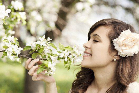 Im Frühling steht für Frauen alles im Zeichen der Blume. (Bild: gpointstudio – Shutterstock.com)