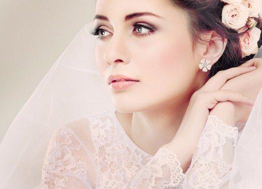 Hochzeit – Mode für den ganz besonderen Tag. (Bild: Pandorabox – Shutterstock.com)