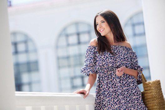 Südländisches Flair verbreiten feminine Kleider, inspiriert von spanischer Folklore. (Bild: HTeam – Shutterstock.com)