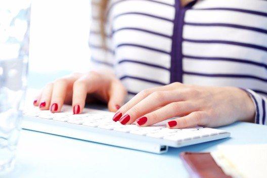 Mit dem passenden Styling garantieren die Fingerspitzen einen formvollendeten Auftritt. (Bild: © Gyorgy Barna - shutterstock.com)