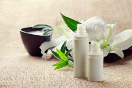 Naturkosmetik spielt bei den Verbrauchern eine immer grössere Rolle. (Bild: MartiniDry – Shutterstock.com)