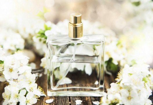 Im Frühling duften die Parfums so leicht und frisch wie die Jahreszeit selbst ist. (Bild: Liljam – Shutterstock.com)
