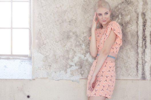 Ein romantisches Pastellkleid - wunderbar feminin, klassisch elegant und frühlingshaft frisch. (Bild: FXQuadro – Shutterstock.com)