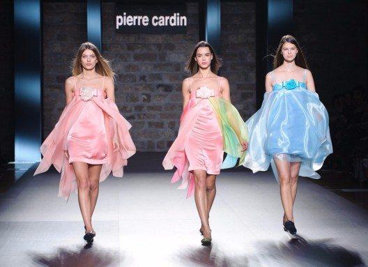 Designer Pierre Cardin - Haute Couture für die Massen. (Bild: catwalker – Shutterstock.com)