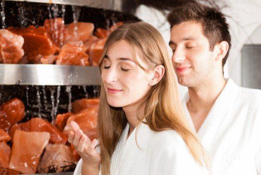 Die Solegrotte ist besonders gesund für die Atemwege. (Bild: Kzenon – Shutterstock.com)