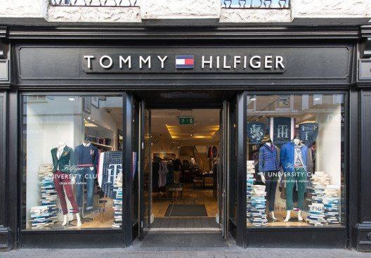 Designer Tommy Hilfiger brachte seine Jeans gross raus. (Bild: Martin Good – Shutterstock.com)