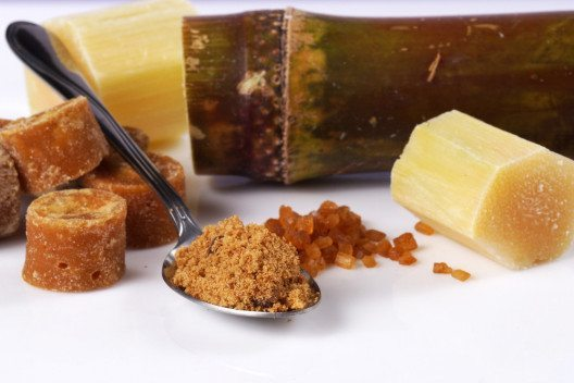Brauner Zucker - die gesündere Alternative? (Bild: pixs4u – Shutterstock.com)
