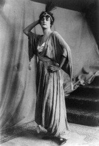 Poirets Mode 1914 (Bild: Wikimedia, public domain)