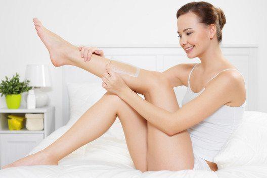 Epilation gilt je nach kulturellem Umfeld als Teil der normalen Körperpflege. (Valua Vitaly – Shutterstock.com)