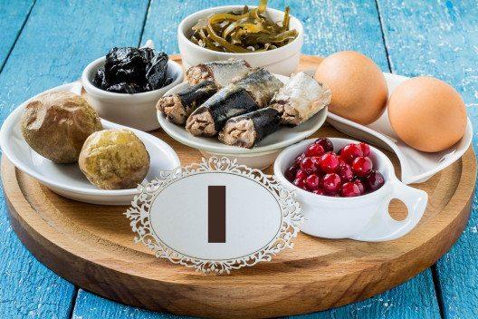 Jod ist insbesondere für die Produktion von Schilddrüsenhormonen wichtig. (Bild: 13Smile – Shutterstock.com)