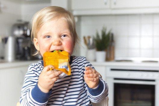 Wenn es um Babys und Kleinkinder geht, so sollte die Menge an Zucker auf ein Minimum reduziert werden. (Bild: moreimages – Shutterstock.com)