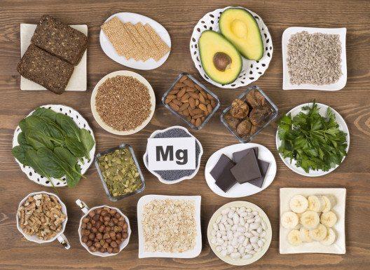 Man sollte idealerweise 400 mg Magnesium am Tag zu sich nehmen. (Bild: photka – Shutterstock.com)