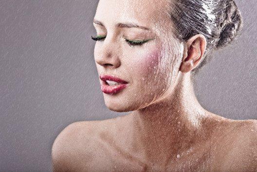 Regen und Schnee stellen das Make-up vor eine echte Herausforderung. (Bild: Lucky Luke – Shutterstock.com)