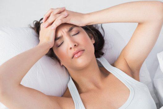 Frauen leiden dreimal häufiger an Migräne als Männer. (Bild: lightwavemedia – Shutterstock.com)