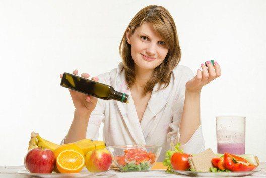 Experten empfehlen fünf Portionen Obst und Gemüse pro Tag zu essen. (Bild: Madhourses – Shutterstock.com)