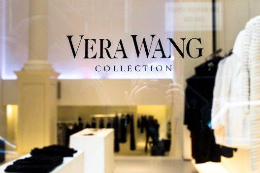Vera Wangs persönlicher Stil brachte sie letztendlich zur eigenen Modefirma. (Bild: littleny – Shutterstock.com)