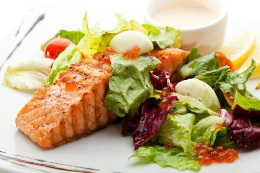 Durch eine abwechslungsreiche Ernährung kommt es nicht zu Nährstoffdefiziten. (Bild: svry – Shutterstock.com)