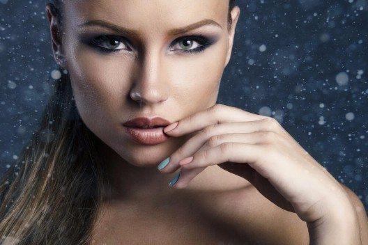 Das Abend-Make-up soll möglichst schnell gehen und einfach sein? (Bild: © margo_black - shutterstock.com)