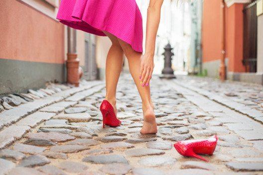High Heels-Fans sollten besonders auf Ausgleich achten. (Bild: Kaspars Grinvalds – Shutterstock.com)