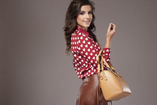 Eine Leder-Handtasche ist eine langfristige Investition. (Bild: gpointstudio – Shutterstock.com)