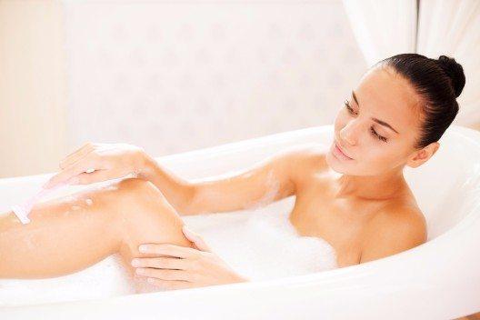 Mit zehn einfachen Verhaltensregeln kannst du Rasurbrand, wunde Haut und Rasierpickelchen ab sofort verhindern. (Bild: © g-stockstudio - shutterstock.com)