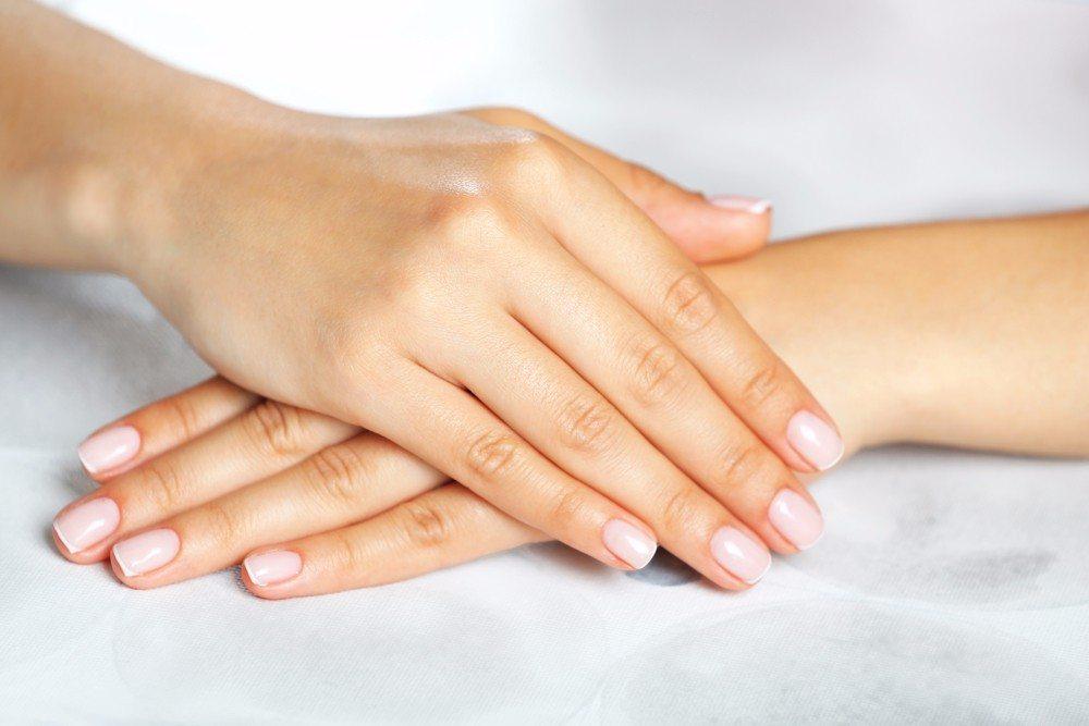 Auch bei Fingernägeln oder bei verlangsamtem Wachstum der Nägel hat Kieselsäure einen positiven Effekt. (Bild: © Africa Studio - shutterstock.com)