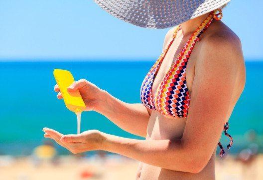 Après Sun- oder auch After Sun-Produkte bieten schnelle Soforthilfe für sonnenbeanspruchte Haut. (Bild: AXL – Shutterstock.com)