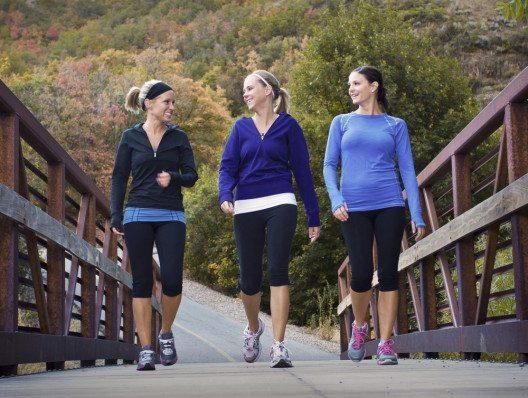 Laufen tut Körper und Seele gut – und macht Spass, wenn's gemeinsam stattfindet. (Bild: © Brocreative - shutterstock.com)