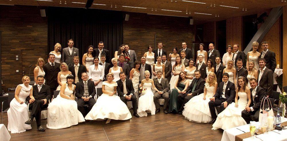 Beim Brautkleiderball in der SichtBAR haben Mann und Frau die Möglichkeit, sich DAS einmalige Gefühl des Hochzeitstages zurückzuholen.