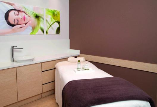 """Yves Rocher Kosmetik-Institute bieten die besonders wirksame Schönheitsbehandlung """"Entgiften"""" an. (Bild: Yves Rocher Schweiz)"""