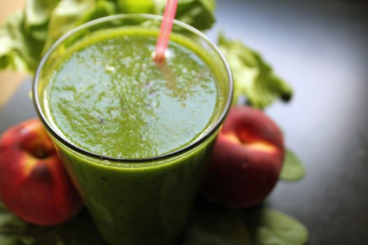 Grüne Smoothies sorgen für eine gesunde Darmflora.