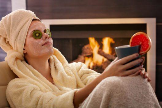 Hautpflege pflege muss im Winter reichhaltiger sein. (Bild: StockLite – Shuttetstock.com)