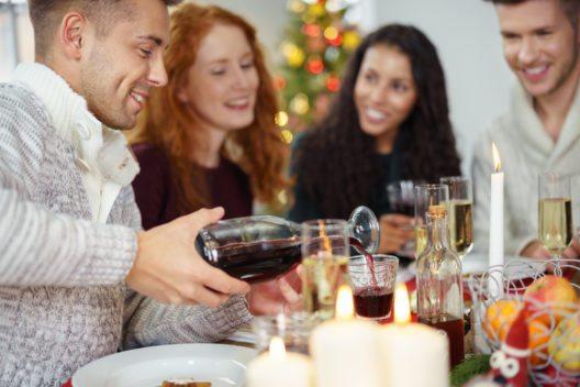 Schlemmen gehört zur Weihnachtszeit einfach dazu. (Bild: racorn – Shutterstock.com)