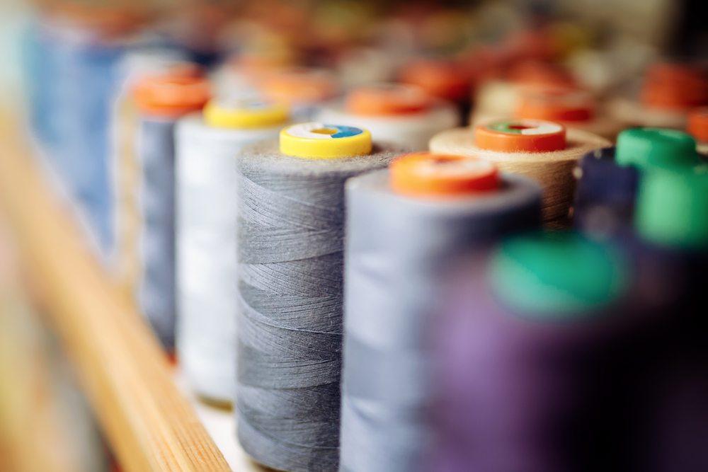 Die richtige Materialwahl für Ihre Näharbeiten (Bild: © nd3000 - shutterstock.com)