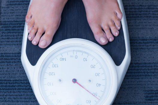 Die Herausforderung ist, das Gewicht nach dem Abnehmen zu halten. (Bild: © ESB Professional - shutterstock)