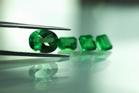 Smaragde & Co. sorgen für Glanz. (Bild: photo-world - shutterstock.com)