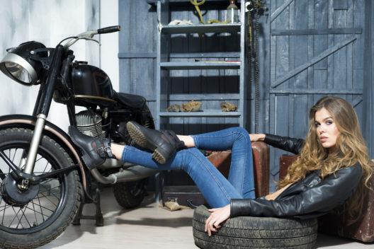 Passende Mode fürs Bike (Bild: Volodymyr Tverdokhlib - shutterstock.com)