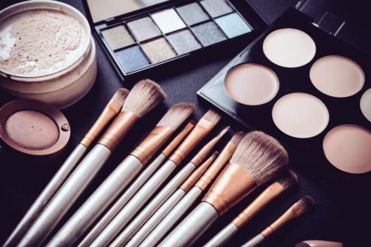 Beautiscoop – nützliches Tool fürs Make-up (Bild: Daria Minaeva – shutterstock.com)