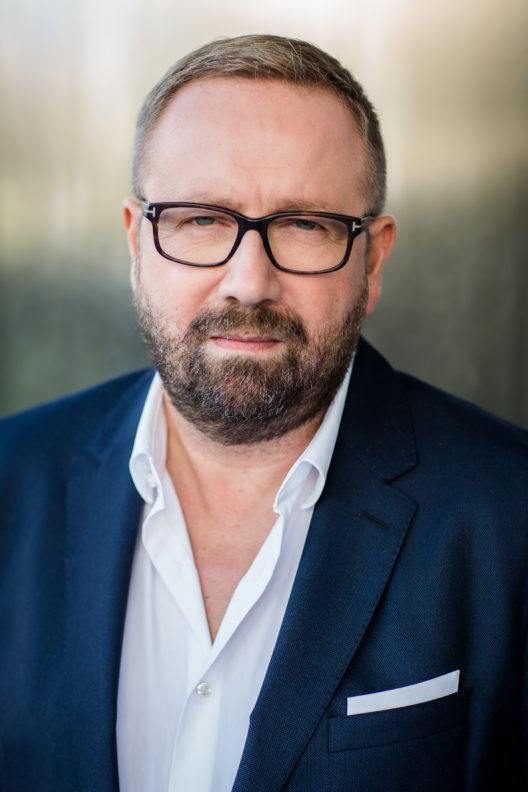 Laut Frédéric Ritter, Ethikkorrespondent für L'Oréal Schweiz, wollen heute die Mitarbeiter für ein Unternehmen mit einer positiven Wirkung arbeiten und wünschen sich mehr Austausch zum Thema Ethik. (Bild: obs/L'Oréal Suisse SA/David Biedert)
