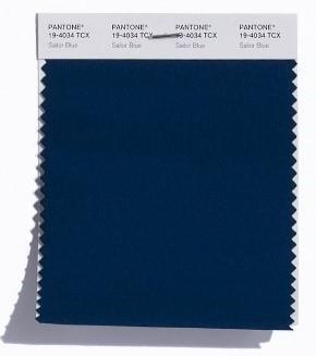PANTONE 19-4034 Sailor Blue: Ein Marine-Ton wie Sailor Blue ist ein Grundstein der Garderobe und findet sich auch auf der klassischen Palette wieder.