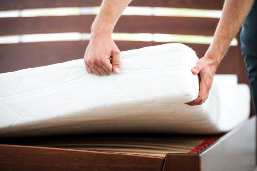 Die richtige Matratze ist für gesunden Schlaf entscheidend. (Symbolbild: Pandora Studio - shutterstock.com)