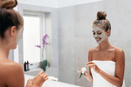 Tolle Effekte mit Gesichtsmasken erzielen (Bild: Jacob Lund - shutterstock.com)