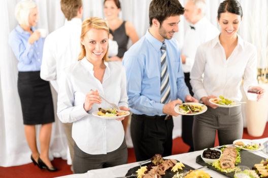 Auf dem Firmenevent eine gute Figur machen (Bild: CandyBox Images - shutterstock.com)
