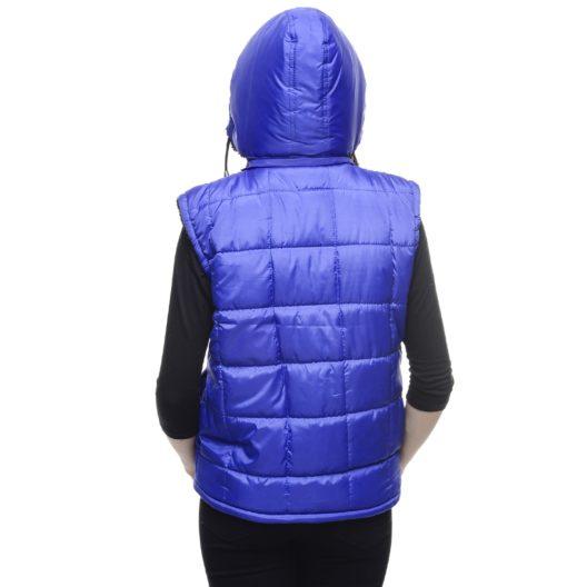 Über einem gemütlichen Rollkragenpullover oder unter einem Mantel – Daunenwesten haben sich zum modischen Evergreen entwickelt. (Bild: pixabay.com © Pexels / CC0 Creative Commons)