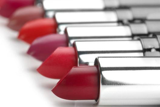 Das passende Rot für die Lippen (Bild: Krnetic Vladimir - shutterstock.com)
