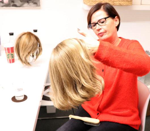 Die Zweithaarexpertin Susanne Gress versorgt Chemo-Patienten und Personen mit Alopezie mit Haarersatz.